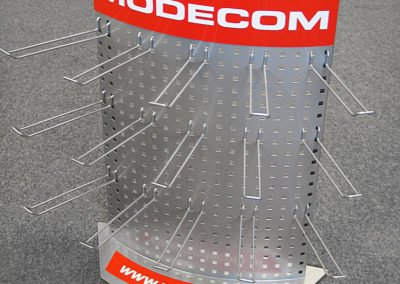 modecom ekspozytor z metalu